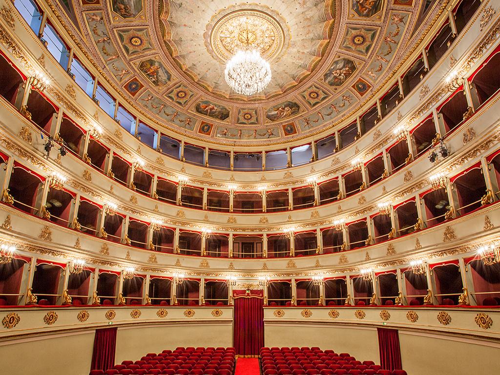 CHI È DI SCENA: STORIE E SEGRETI DEL TEATRO G.B. PERGOLESI - Visite teatrali con Sara Agostinelli